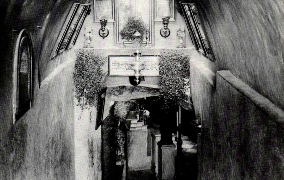 Milk Grotto _1900.jpg